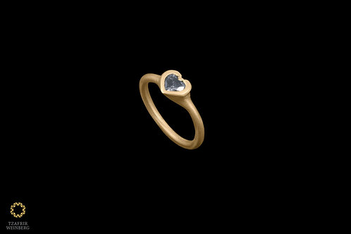 """18k Goldring with a single """"heart"""" shaped 0.50ct diamond"""