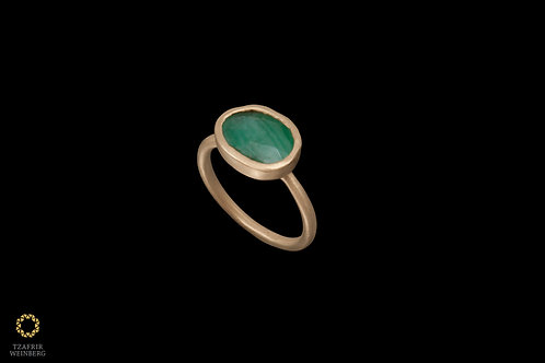 18k Gold ring with Emerald gemstone