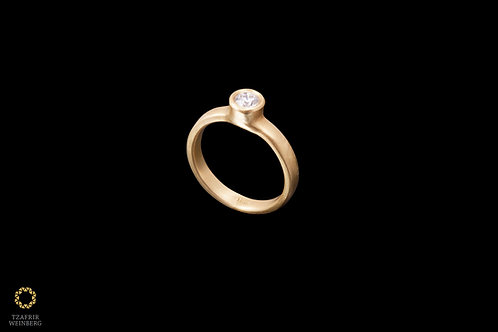 18k Single diamond Gold ring