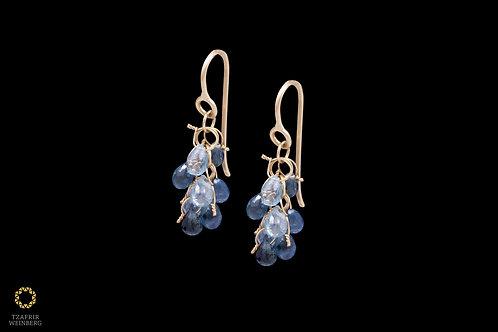 18k Gold chandelier earrings with blue/light blue Sapphire stones