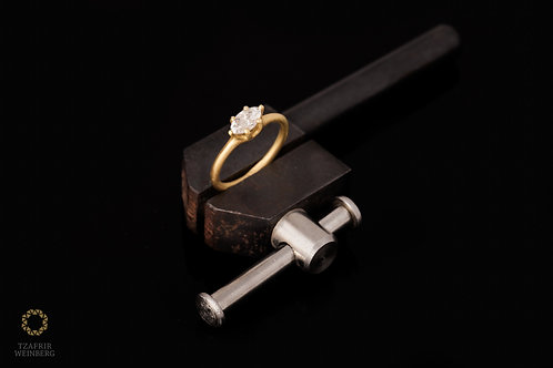 18k gold ring set with a Marquise champagne diamond