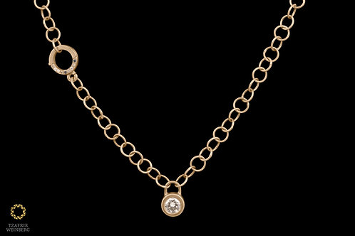 Gold links necklace with0.5ctdiamond plaidpendant and diamonds plaid lock