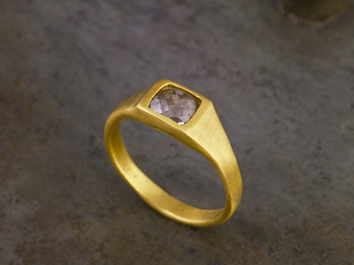 22k Gold ring with 0.60ct rose cut square diamond