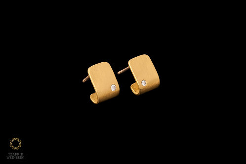 22K gold earrings with white diamonds