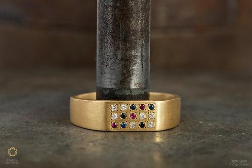 18k Gold ringinlaiddiamonds and gemstones