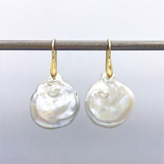 Beauty Mark Pearl Coin Earrings   18k Yellow Gold