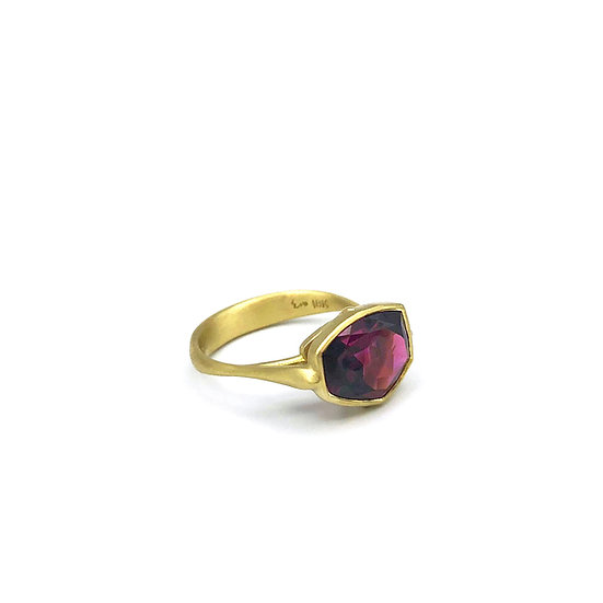Amazon Garnet Ring | 18k Yellow Gold