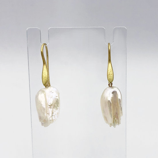 Fireball Pearl Freshwater Pearl Earring   18k Yellow Gold