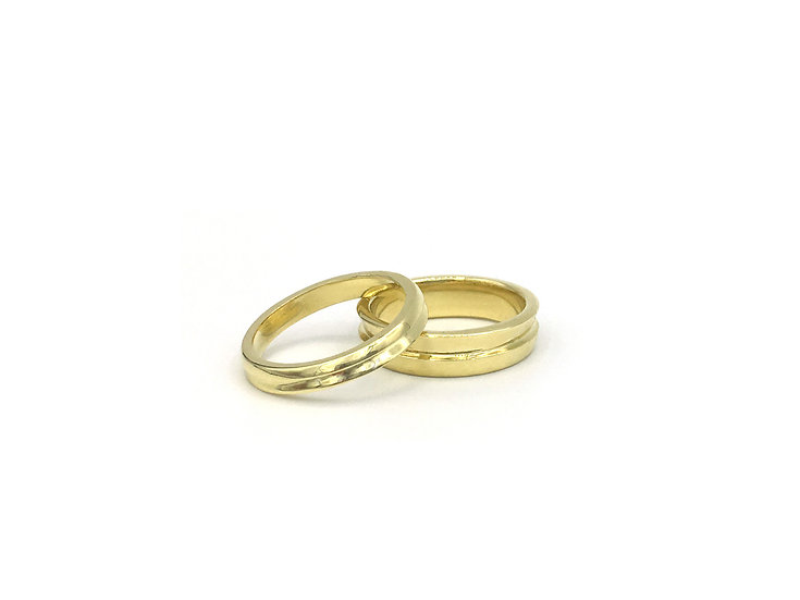 Textured Wedding Band Ring in 18k Yellow Gold, 5mm and 3mm Width
