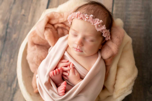 newborn-photgraph-ajax (2).jpg