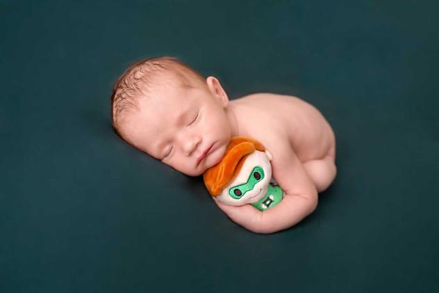 newborn-posing-oshawa-studio.jpg