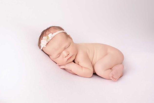 oshawa-newborn-photographer-in-studio.jp
