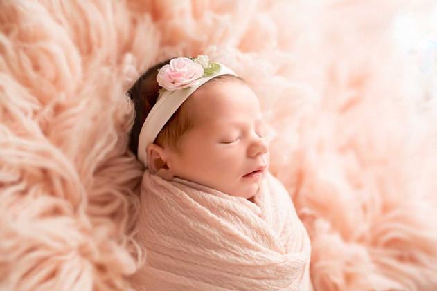 Newborn-Side-Pose-in-Pink.jpg