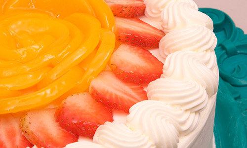 Vanilla Creme Cake With Fruits
