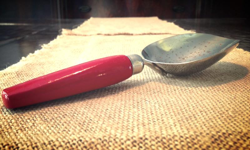 RedHandleScoop_edited.jpg