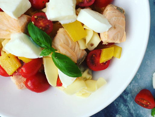 Pasta met zalm, paprika en tomaat