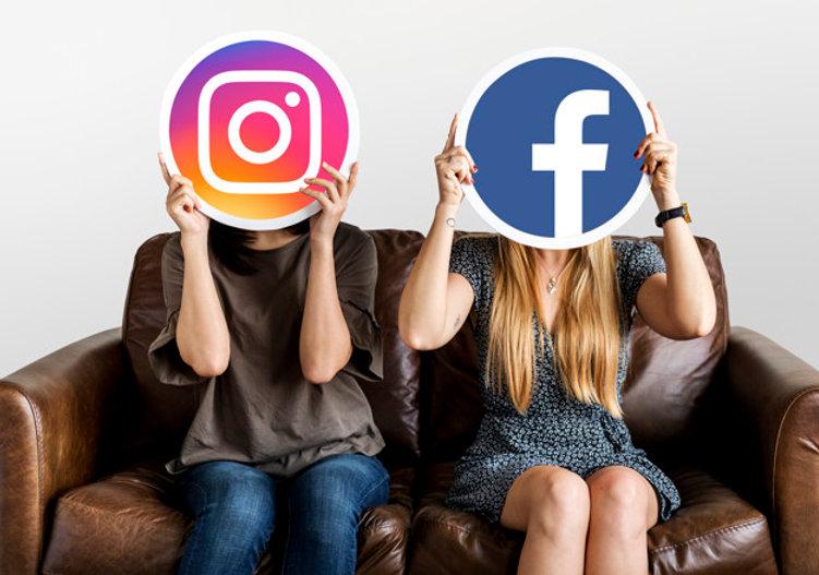 pessoas-segurando-social-midia-icones_53