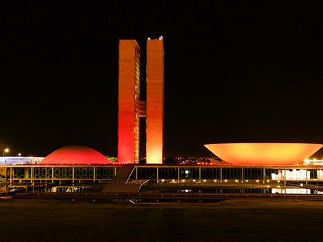 Senado se ilumina de laranja em apoio a campanha de prevenção ao melanoma