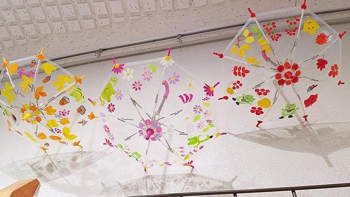 おもちゃのビニール傘の展示