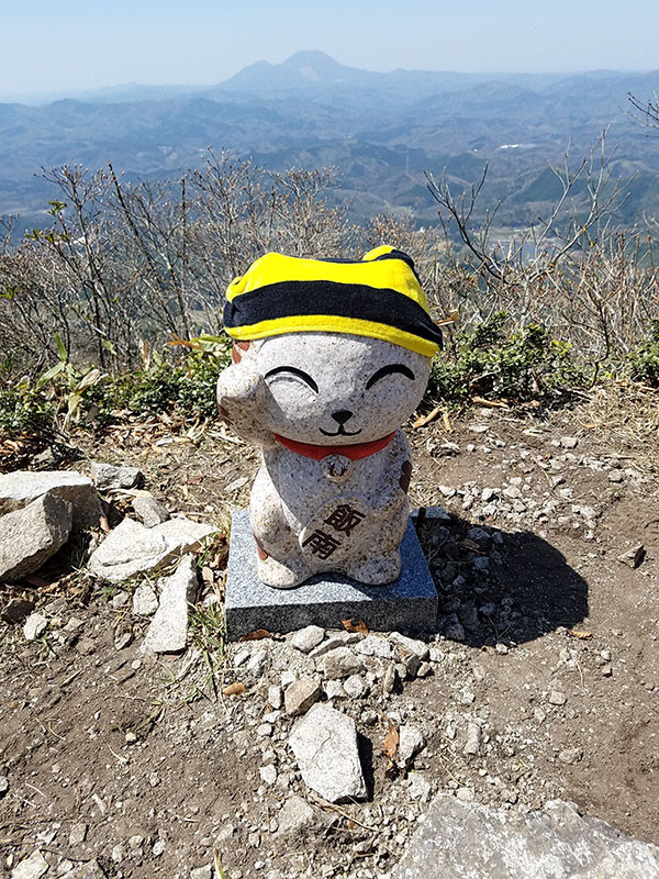 4月21日琴引山頂のいーにゃん像
