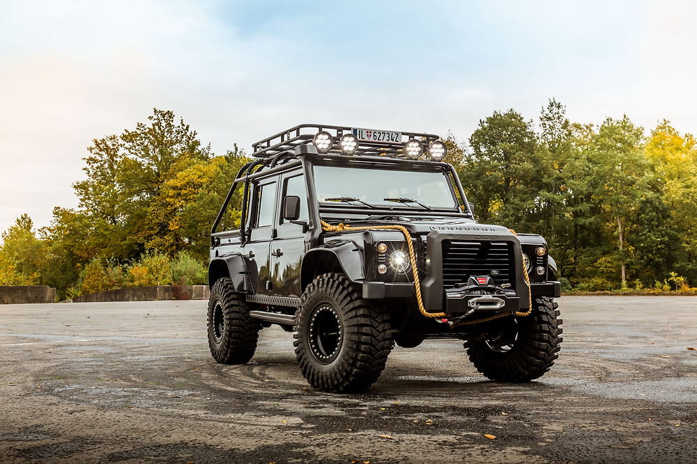 Land Rover Defender James Bond