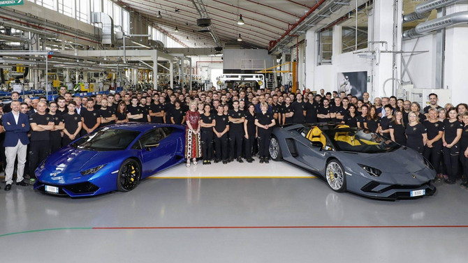 LAMBORGHINI BUILDS 8,000TH AVENTADOR AND 11,000TH HURACAN