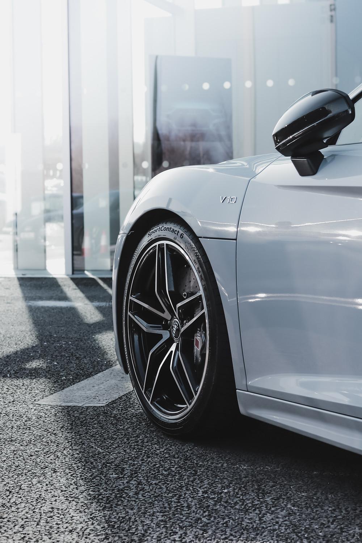 Audi R8 V10 PLUS White