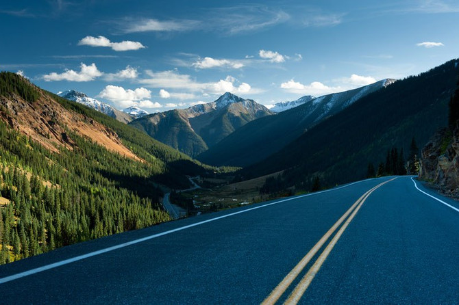 THE 10 BEST DRIVING ROADS IN THE WORLD