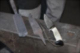 Damastmesser - Stahl, Rohling und fertiges Damastjagdmesser hergestellt in reiner Handarbeit