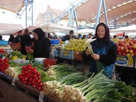 26 martie • MICUL FERMIER asigură peste 70% din consumul intern de legume.