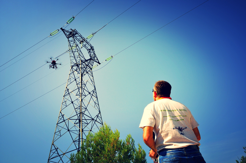 Th sur pylone avec drone_edited.JPG