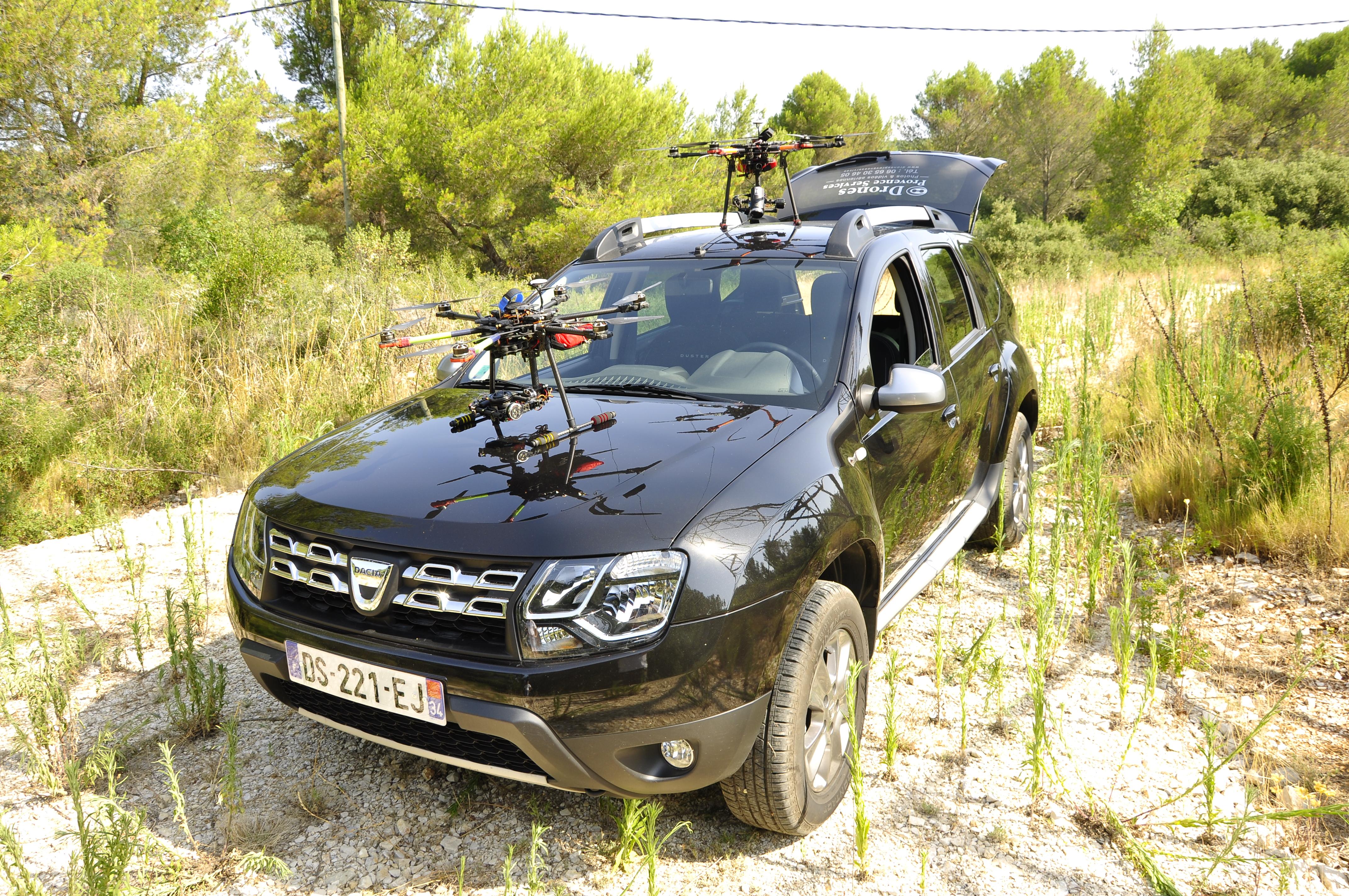 Drones sur voiture 1
