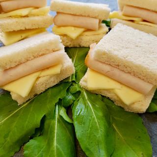 Pan de molde con queso y jamón
