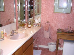 Spacious bath with 2 sinks