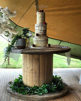 Have your cake and eat it - our DIY wedd