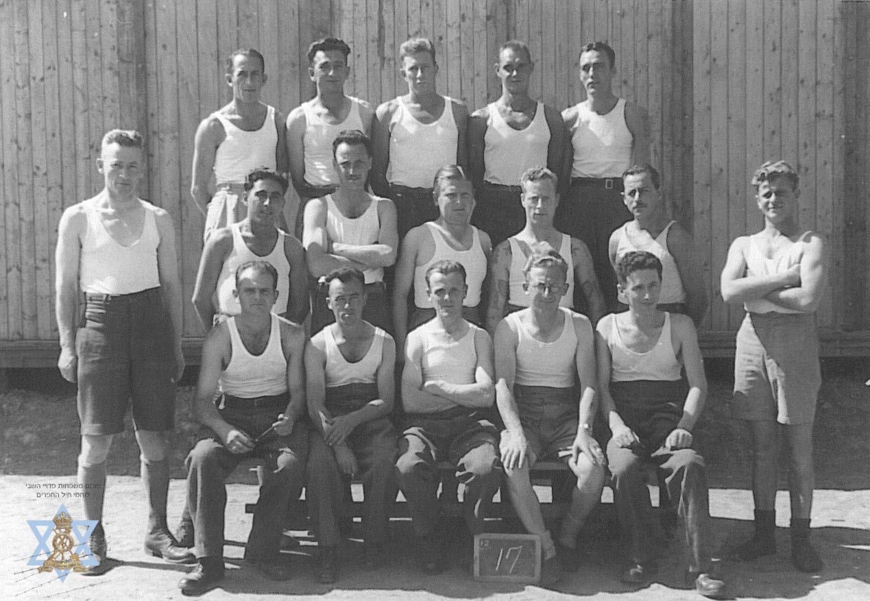 קבוצת ספורט במחנה 383