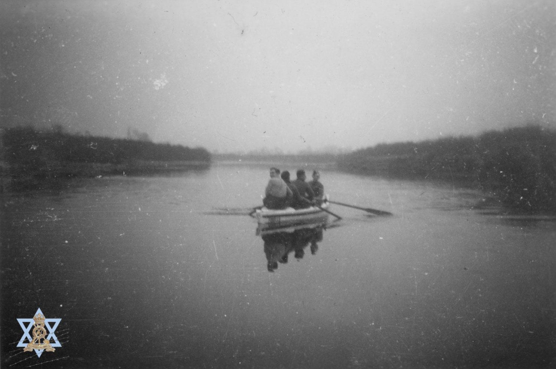 סירה בנהר