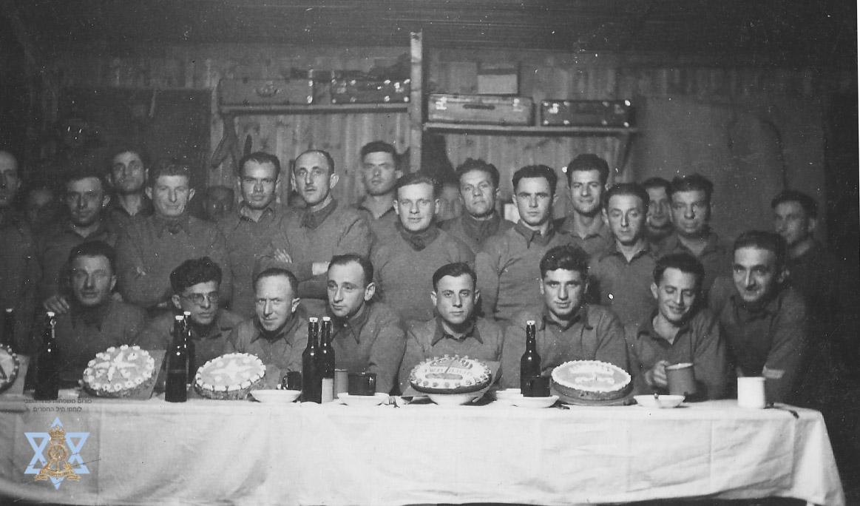 נשף חנוכה במחנה השבויים 1943