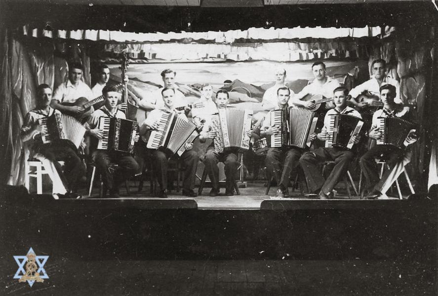 תזמורת במחנה השבויים