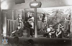 הצגה במחנה השבויים