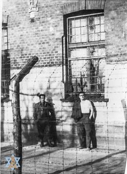 שבויים במחנה