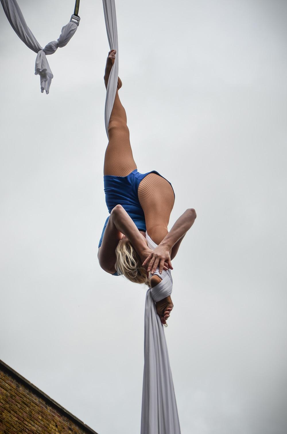 Katie Hardwick silks performer splits aerial acrobatics