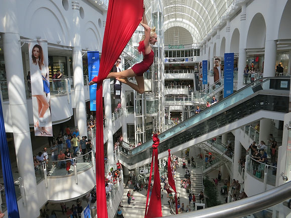 group silks act in shopping centre