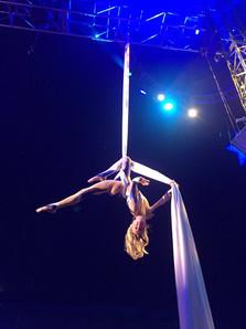 Cirque Silks Act