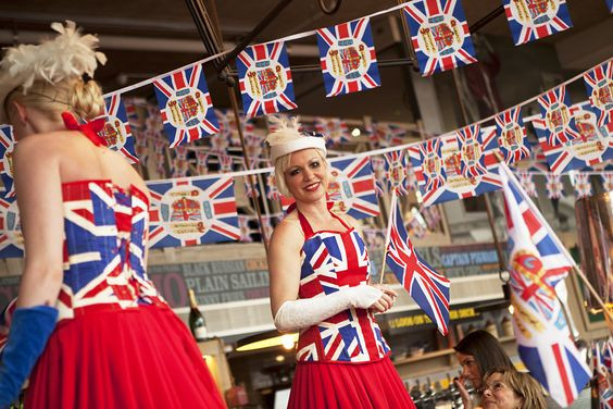Cool Britannia Stilt Walkers