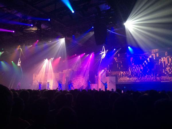 Web spin in Cirque Bijou show