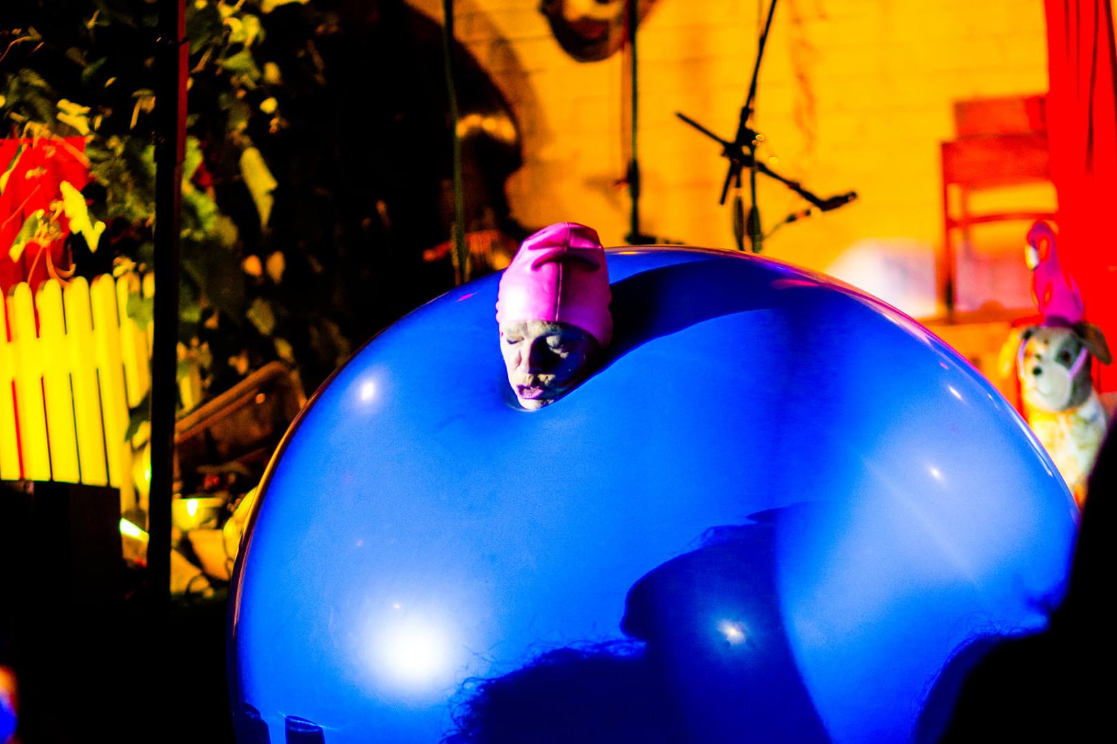 Giant Balloon Act