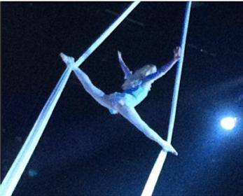 Alice in Wonderland Splits Balance on Silks