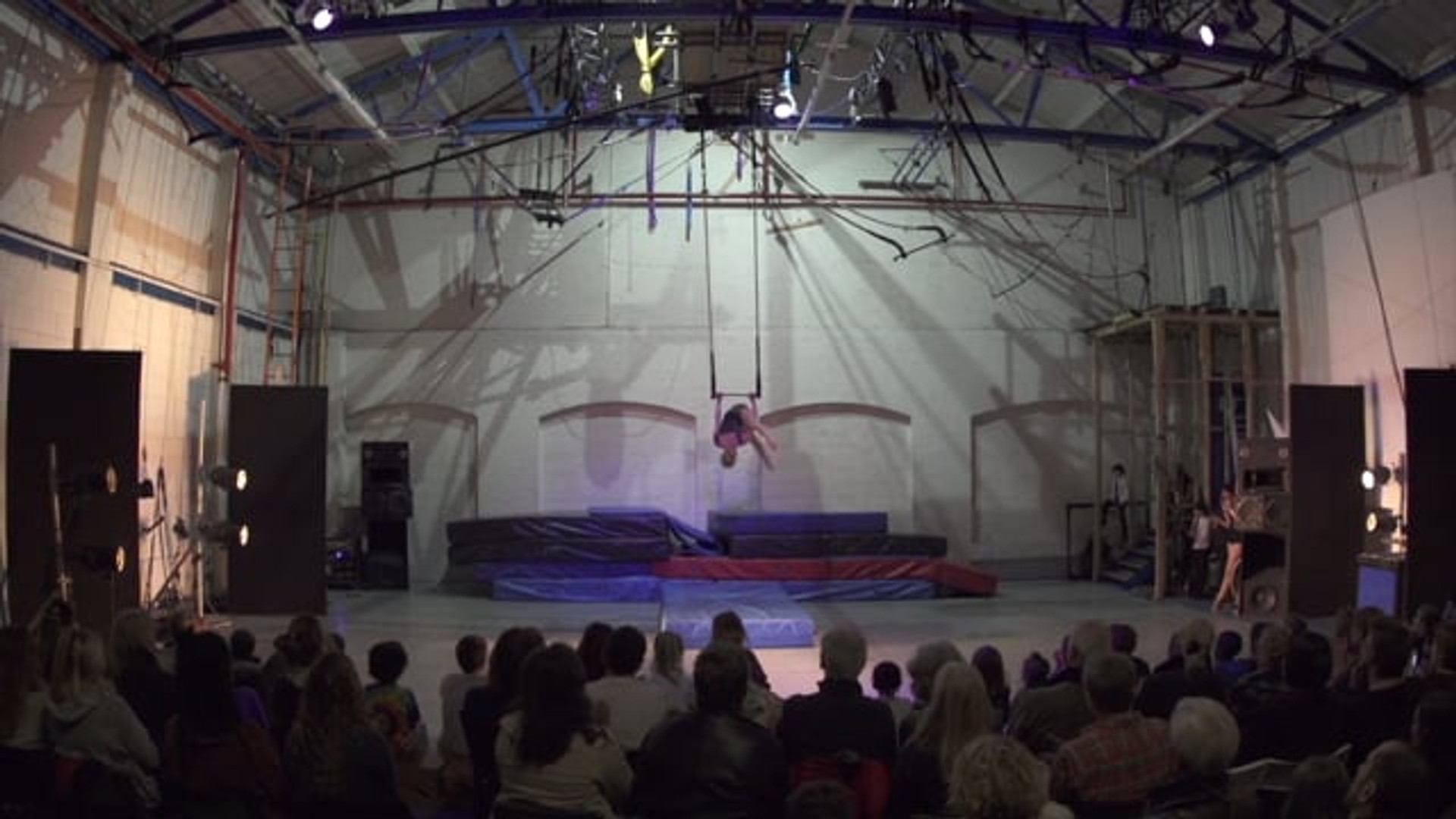 Static Trapeze Act