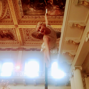 Katie Hardwick roaring twenties aerial performance